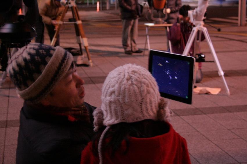 一緒にオリオン座を観察☆ この女の子(5・6歳くらいかな?)は経緯台の使い方をマスターしましたよ^^