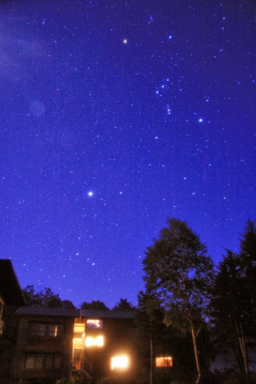 見晴 弥四郎小屋と冬の星座