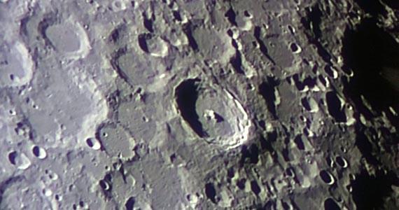 201502281845_Moon